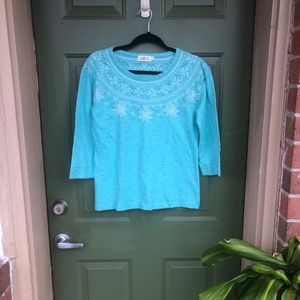 Quarter sleeve snowflake embroidered top